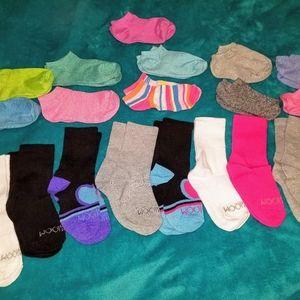 19 pairs of girls socks